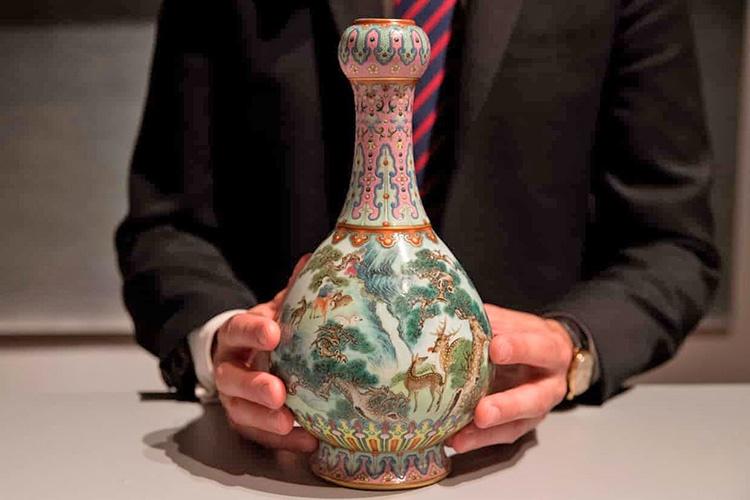 گلدان قرن ۱۸ چین ۱۶ میلیون یورو فروخته شد