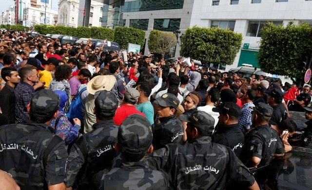 مردم تونس خواستار اخراج سفیر امارات شدند