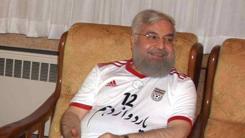 روحانی با لباس یار دوازدهم در جشن پیروزی سهیم شد | پیام توییتری رئیسجمهور