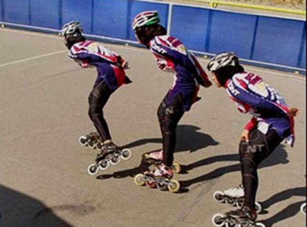 مسابقات دستجات آزاد اسکیت سرعت دختران رده سنی نونهالان برگزار شد