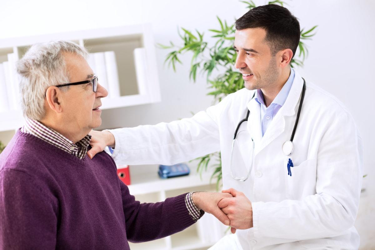 ماندن با یک دکتر ممکن است عمرتان را طولانی کند