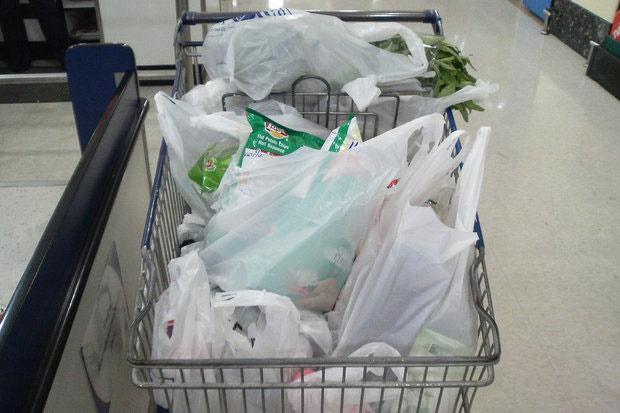 هر ایرانی روزانه سه پلاستیک وارد محیط زیست میکند