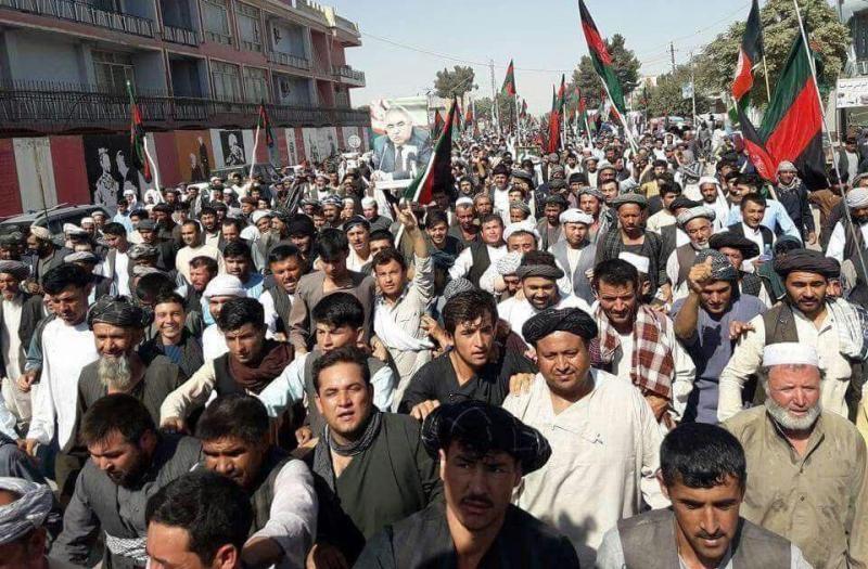 ادامه تظاهرات در شمال افغانستان   معترضان ورودی های ادارات دولتی را مسدود کردند