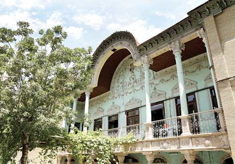 سازمان میراث فرهنگی برای نگهداری از خانه ۱۵۰ ساله انیسالدوله پا پیش نمیگذارد