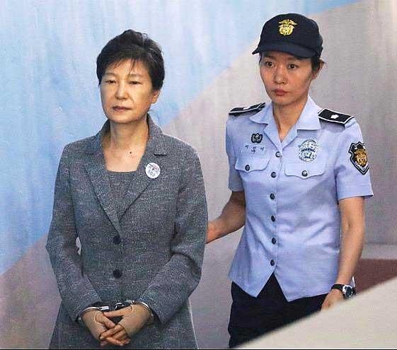 ۸ سال زندان اضافی برای رئیس جمهور سابق کره حنوبی | مجموع دوره زندان ۳۲ سال شد