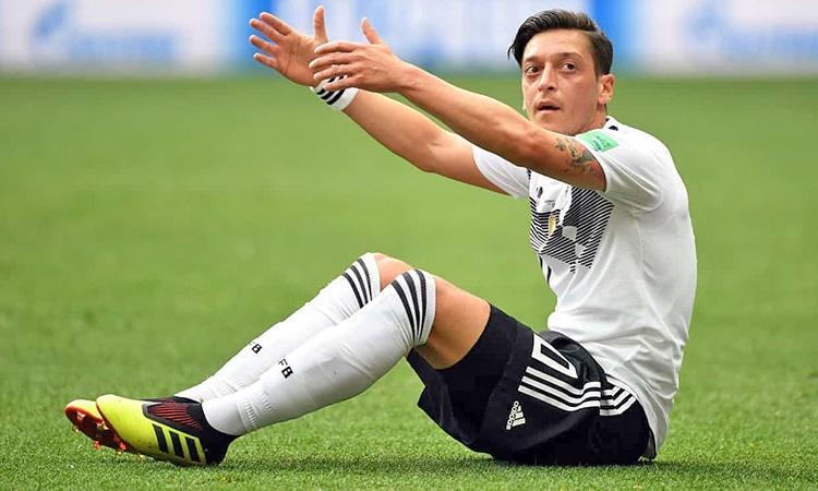 بازنشستگی از تیم ملی آلمان | اوزیل: در بردها آلمانی هستم و در باختها مهاجر ترک