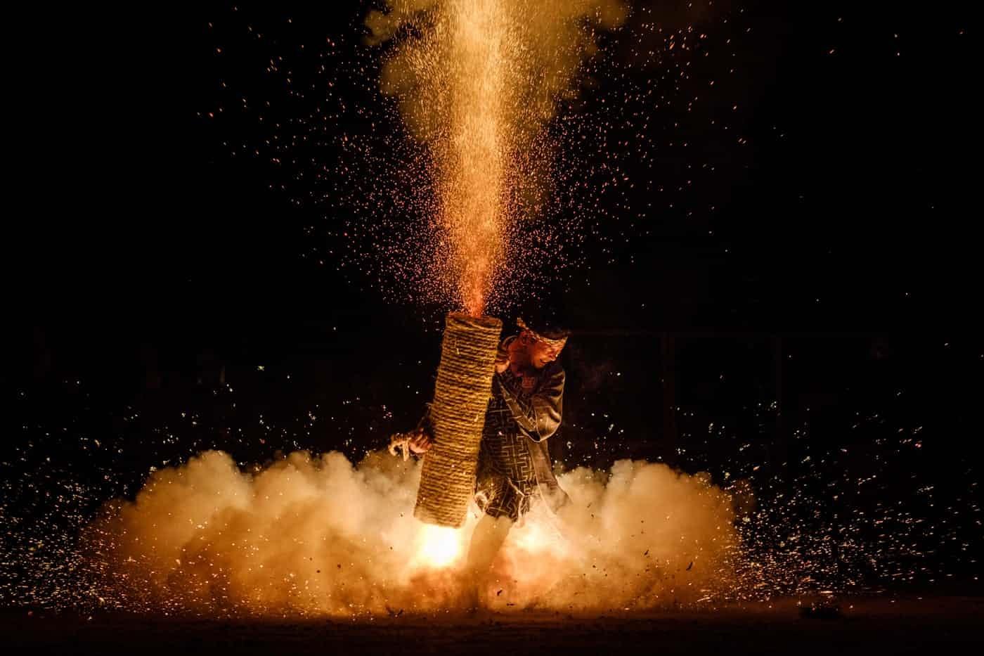 عکس روز: آتشبازی در معبد