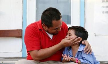دولت ترامپ تسلیم شد | تحویل ۱۸۰۰ کودک مهاجر به خانوادههایشان