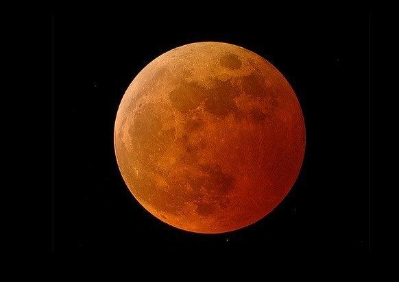 ماه سرخ (blood moon)