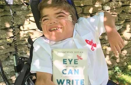 کودکی که با چشمهایش کتاب نوشت