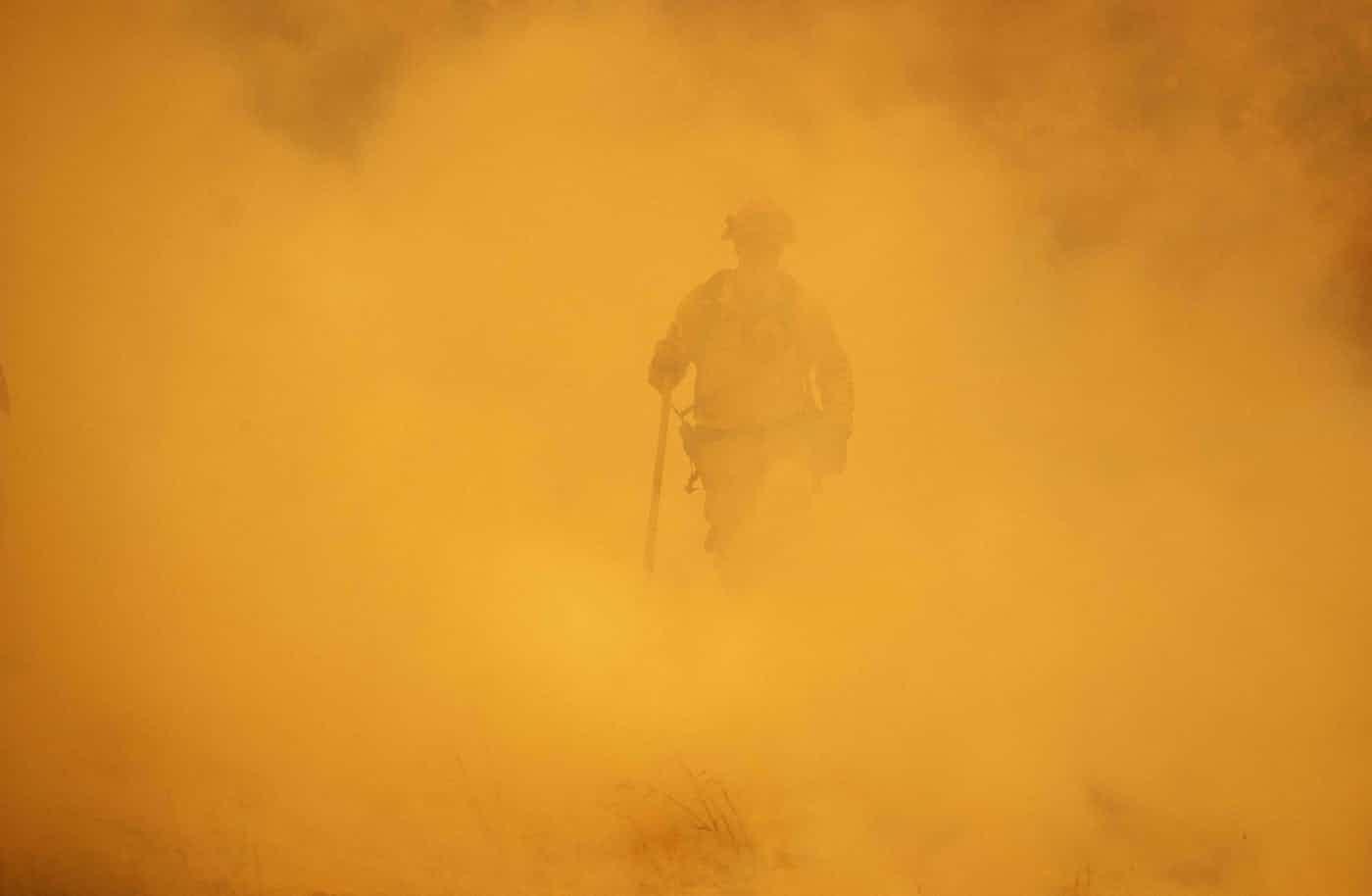 عکس روز: آتشنشان در میان دود