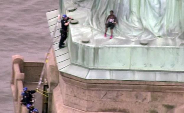 زن معترض