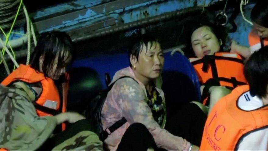 تلفات سنگین غرق شدن دو قایق گردشگری در آبهای جنوب تایلند