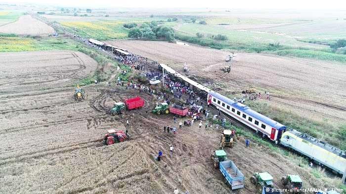 شمار قربانیان سانحه قطار در ترکیه به ۲۴ نفر رسید