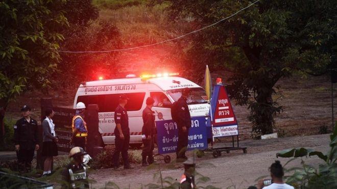 غواصان در تایلند چهار نوجوان گرفتار در غار را نجات دادند