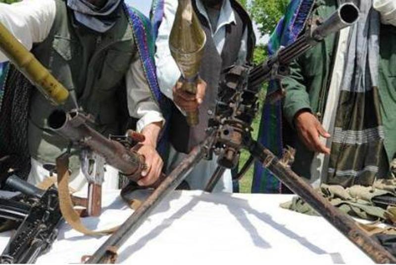 فرمانده داعشی و ۲۰۰ نیرویش تسلیم ارتش افغان شدند