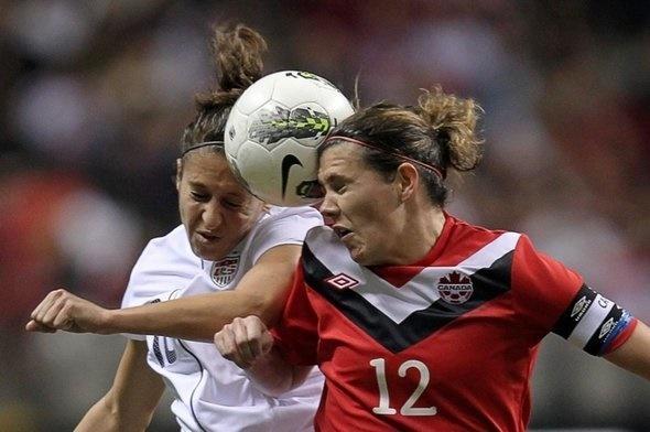 ضربه سر زدن فوتبالیستهای زن