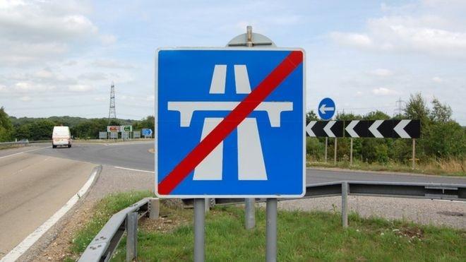 حذف تابلوهای راهنمایی در بزرگراههای انگلیس
