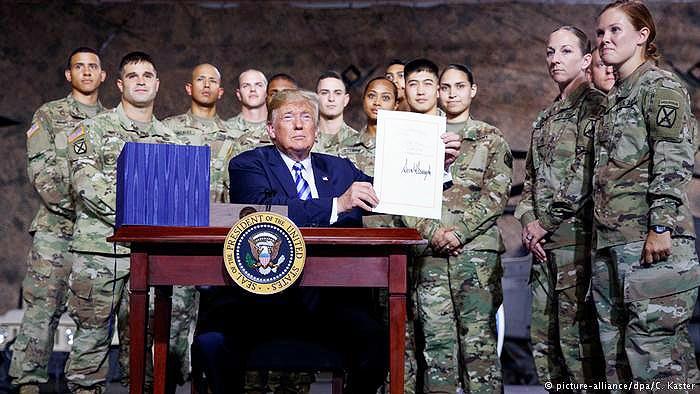 ترامپ بودجه دفاعی ۷۱۶ میلیارد دلاری آمریکا را امضا کرد