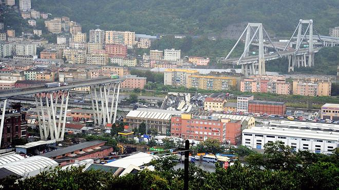فروریختن پل آزادراهی در ایتالیا ۱۰ها کشته برجا گذاشت
