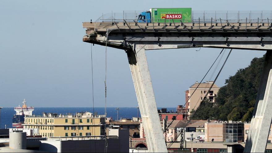 تعداد قربانیان فرو ریختن پل بزرگراه در ایتالیا به ۳۸ نفر رسید