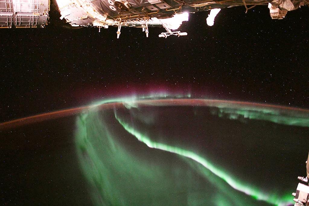 عکس روز |شفق قطبی از فضا