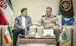 وزیر راه و شهرسازی با فرمانده کل ارتش دیدار کرد