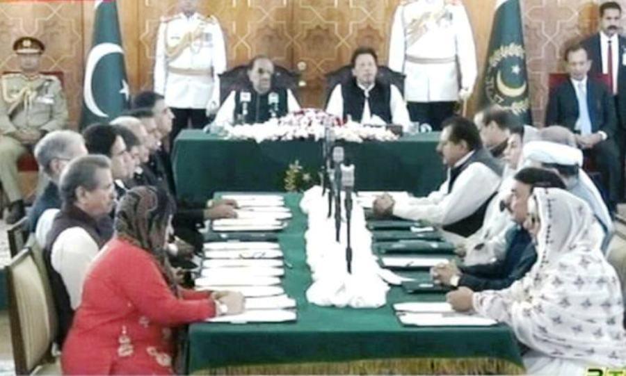 کابینه جدید پاکستان سوگند یاد کرد   اعلام برنامه ۱۰۰ روزه دولت