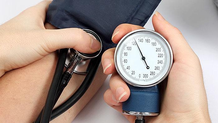 آشنایی با سودمندیهای اندازهگیری فشار خون در خانه