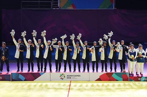 تصویر بانوان کبدی ایران روی سکوی قهرمانی
