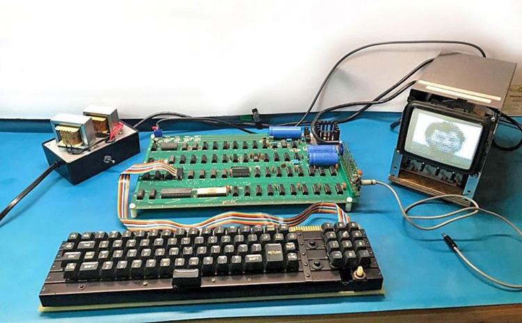 چوب حراج به یادگار استیو جابز | نخستین رایانه اپل فروخته میشود