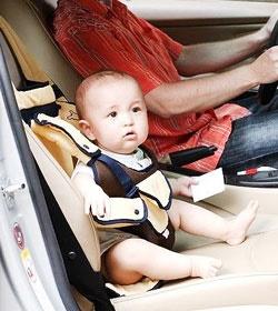 خطرات صندلی جلوی خودرو برای کودکان