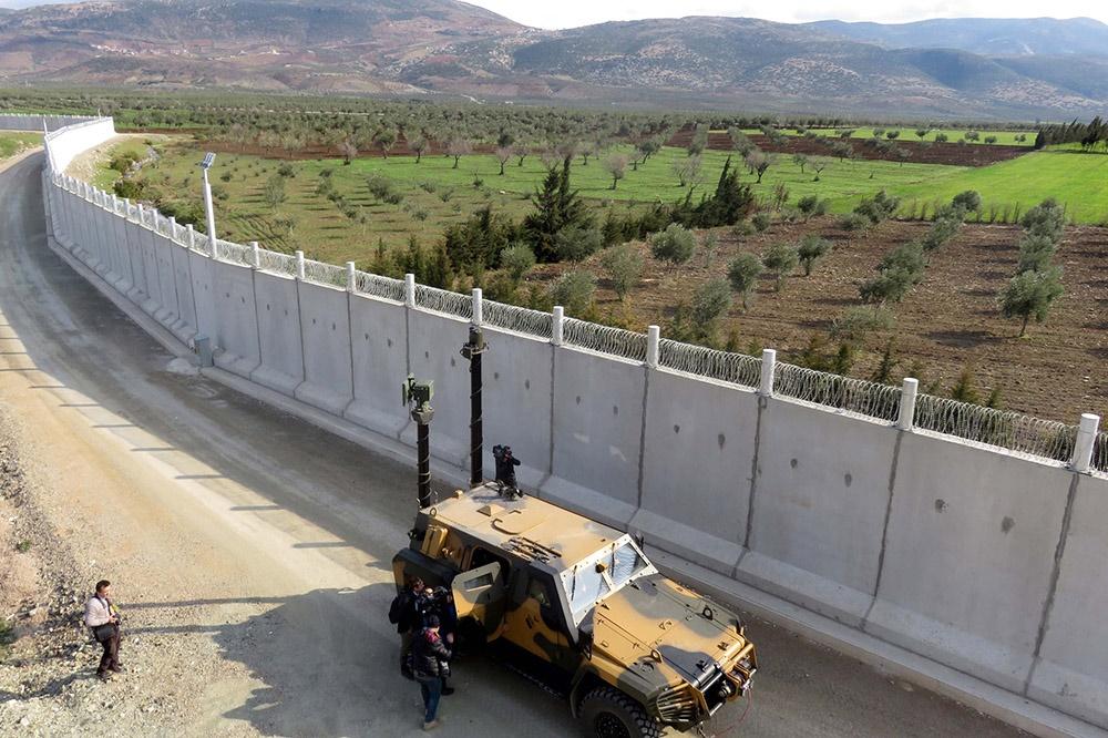 ترکیه ۸۵۰ کیلومتر دیوار بتنی در مرز سوریه احداث کرد