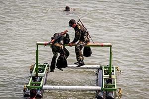 ارتش ایران در بخش نجات کشتی غرق شده پیشتاز شد