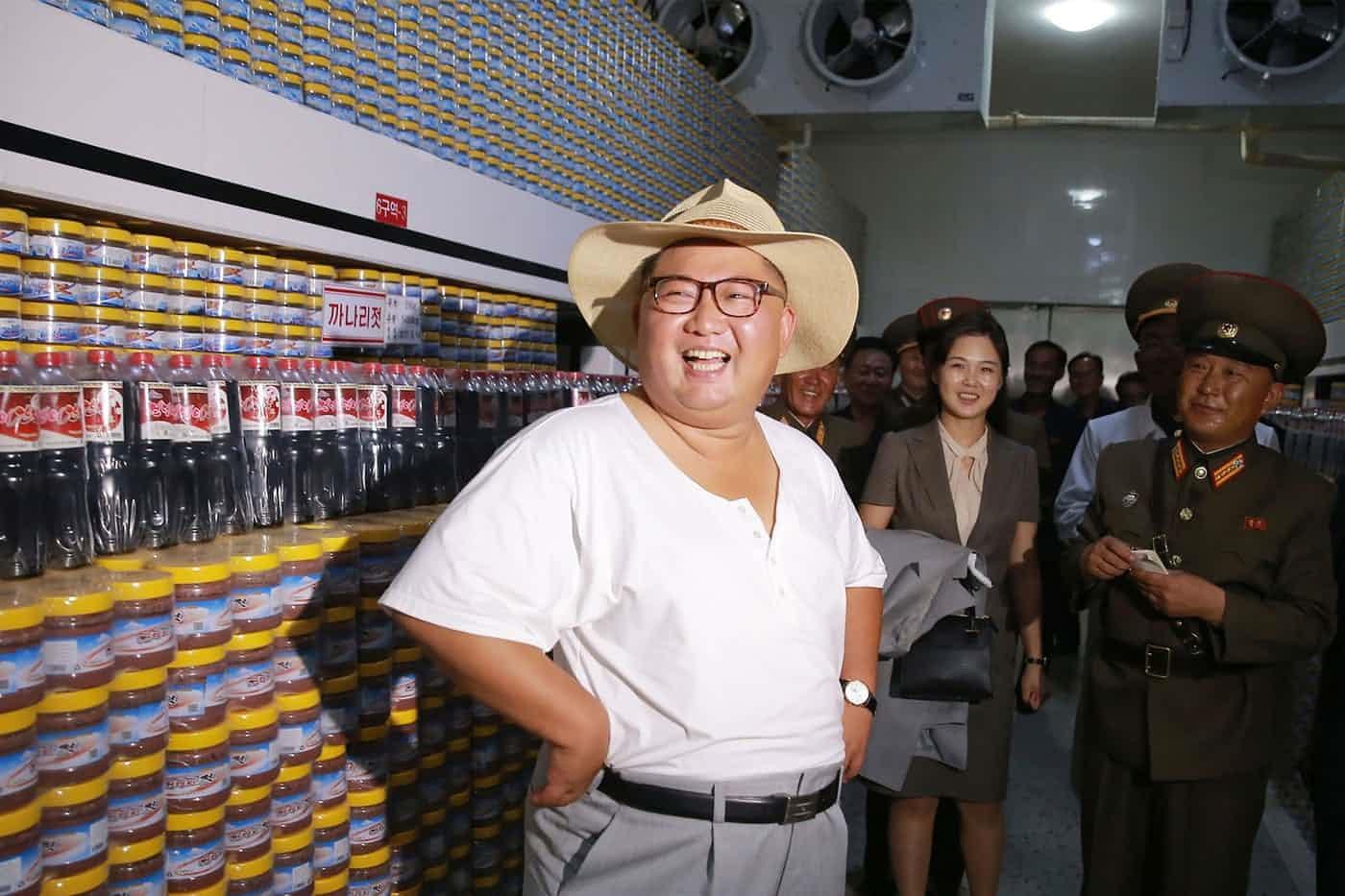 عکس روز: کیم جونگ اون در کارخانه