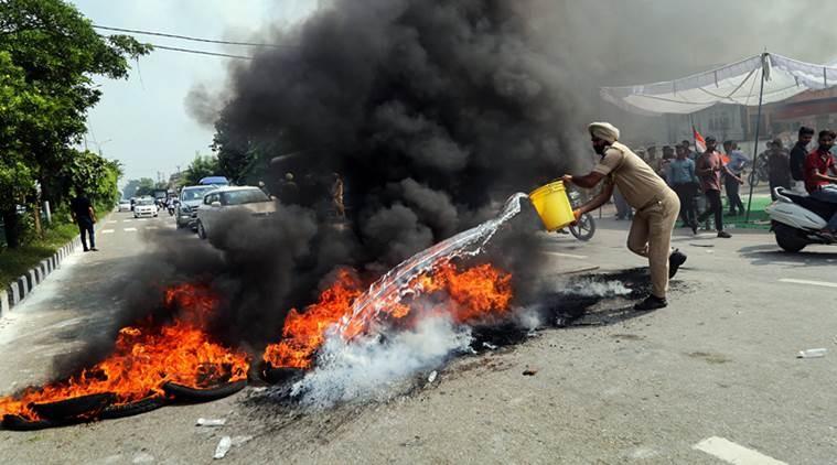 اعتراضات گسترده در هند در اعتراض به افزایش قیمت سوخت