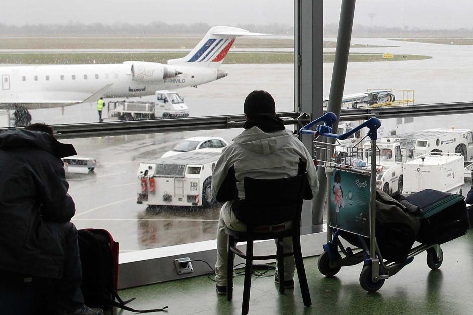 تعقیب و گریز یک خودرو در باند فرودگاه لیون فرانسه