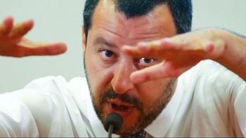 وزیر کشور ایتالیا: مهاجران بیمار هستند و بیماری و بحران میآورند