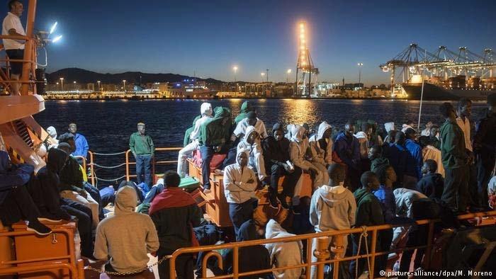 شمار پناهجویان مسیر مدیترانه به اروپا به نصف رسید