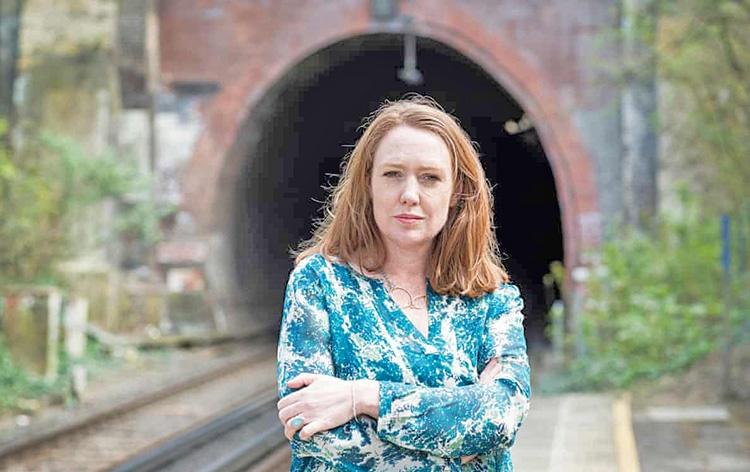 روایت خالق «دختری در قطار» از رازهای نویسندگی و کتابهای محبوب