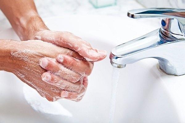 استفاده از آب و غذای سالم برای عدم ابتلا به بیماریهای عفونی