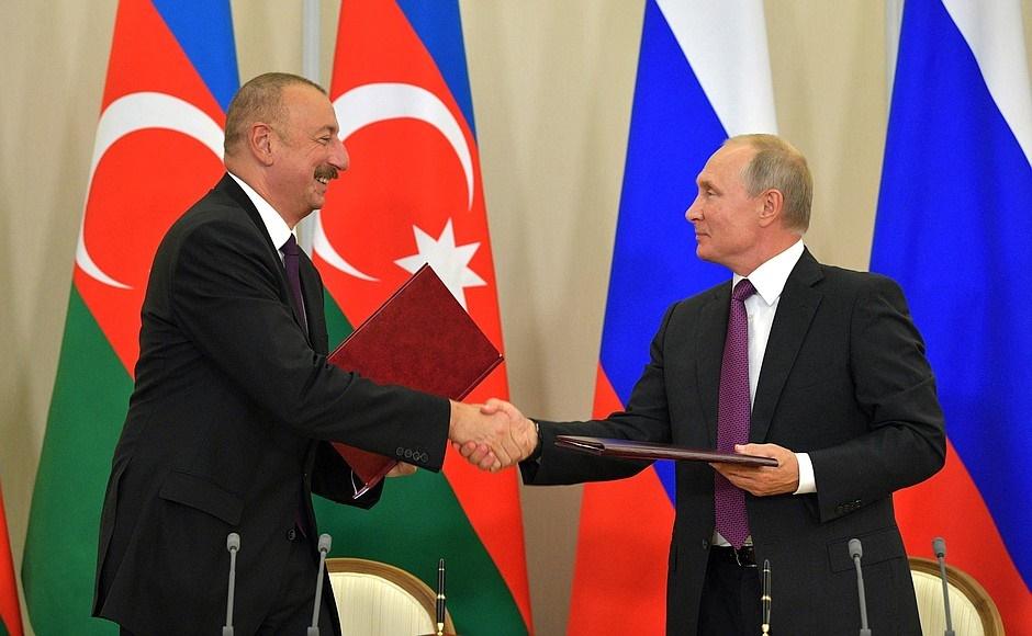 روسیه و جمهوری آذربایجان ۱۰ سند همکاری امضا کردند