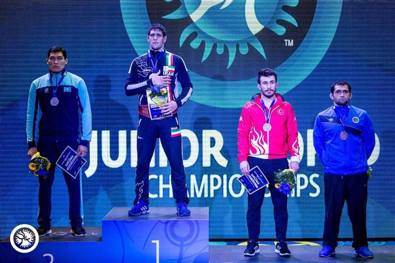کشتی آزاد جوانان قهرمانی جهان؛ تیم ایران با یک طلا، یک نقره و یک برنز سوم شد