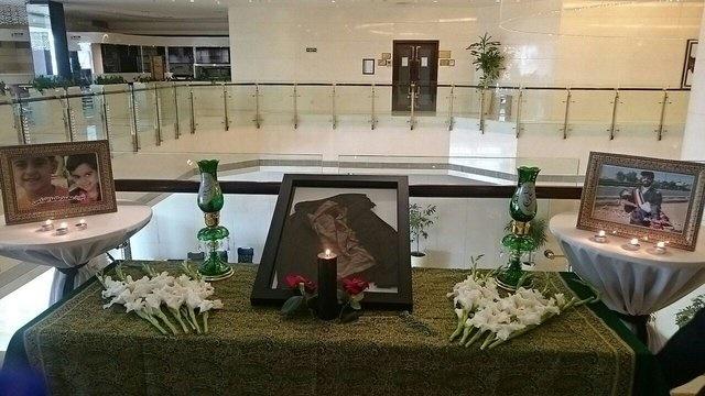 ادای احترام به شهدای حادثه تروریستی اهواز