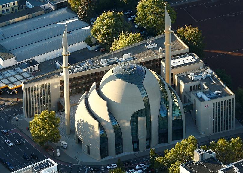 مراسم افتتاح مسجد اعظم کلن | صحنه تقابل مخالفان و موافقان اردوغان