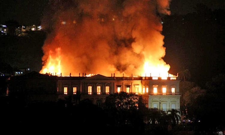 آتشسوزی در موزه ۲۰۰ ساله ریو   نابودی ۲۰۰ میلیون قطعه تاریخی