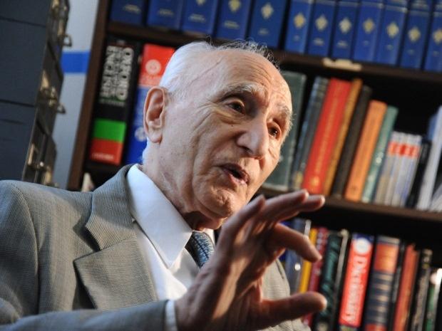 احسان یار شاطر در ۹۸ سالگی در گذشت