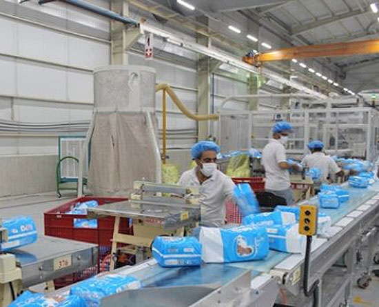 ۶۰ هزار تُن مواد اولیه پوشک وارد ایران شد