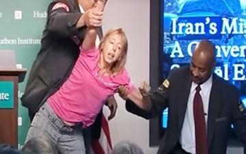 فعال صلح آمریکایی: اعتراضم  علیه سخنان ضد ایرانی را با خشونت ساکت کردند