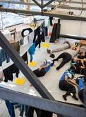 عکس روز: استراحت امدادگران